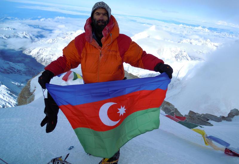 Азербайджанский альпинист взошел на Эльбрус