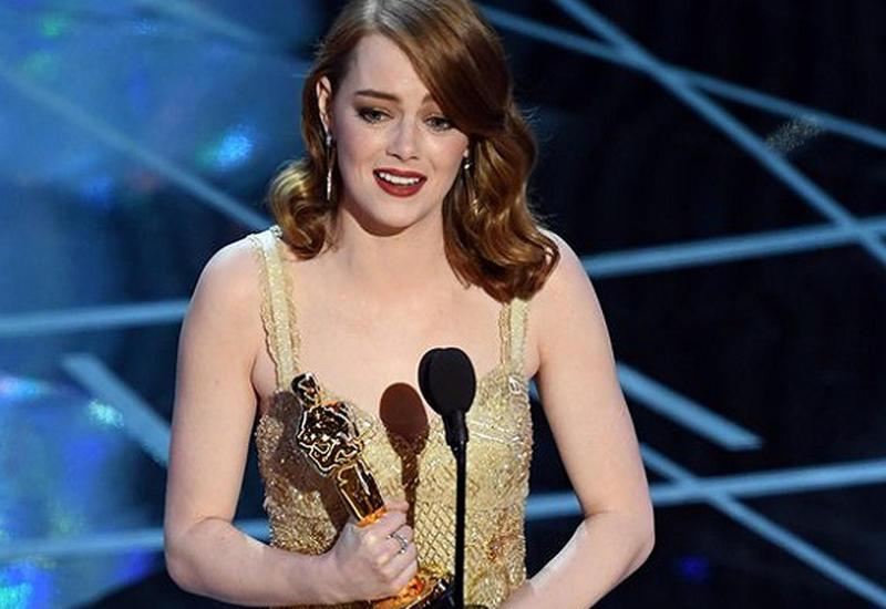 """Эмма Стоун прокомментировала ошибку с номинацией """"Лучший фильм"""" <span class=""""color_red"""">- ВИДЕО</span>"""