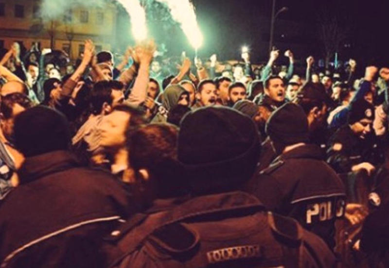 """Турецкие фанаты напали на футболистов своей команды в клубном автобусе <span class=""""color_red"""">- ВИДЕО</span>"""