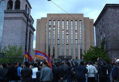 Посольство РФ в Ереване взято под усиленный контроль - ожидают беспорядков