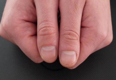 Есть ли у тебя такие полумесяцы на ногтях? Узнай, о чём это говорит