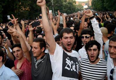 В Ереване не стихают акции протеста