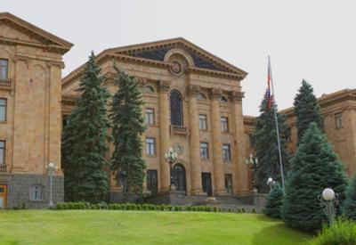 Парламент Армении может прекратить работу