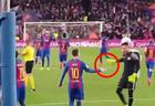 """Вратарь """"Валенсии"""" поздравил Месси с голом в его ворота <span class=""""color_red"""">- ВИДЕО</span>"""