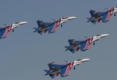 """Российские пилоты впервые показали управляемый штопор в Малайзии <span class=""""color_red"""">- ВИДЕО</span>"""