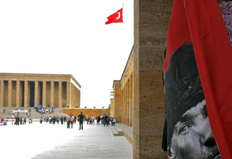 МИД Турции выразил дипломату из РФ обеспокоенность из-за фото в соцсетях