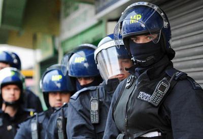 """Как британский полицейский опозорил Скотленд-Ярд во время теракта в Лондоне <span class=""""color_red"""">- ВИДЕО</span>"""