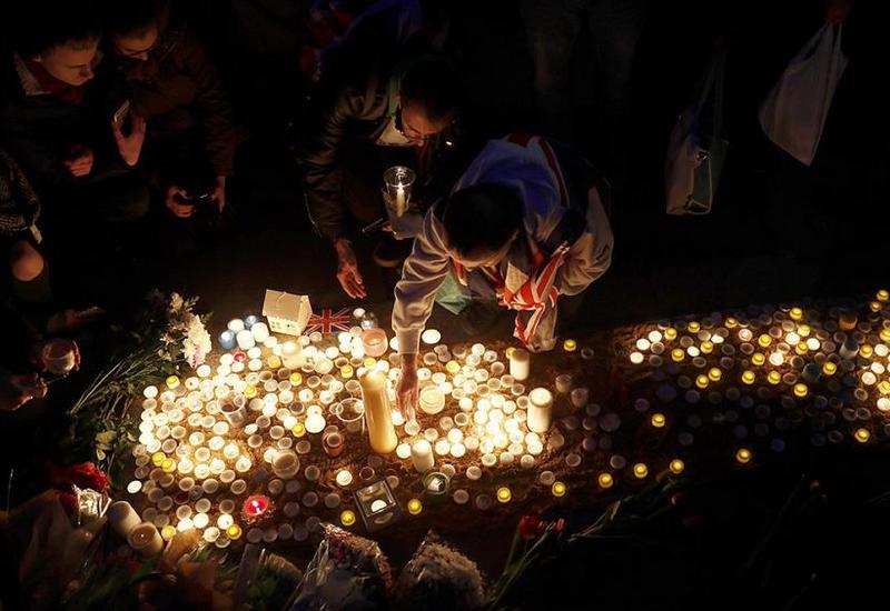 """Лондонцы почтили память жертв теракта <span class=""""color_red"""">- ВИДЕО</span>"""