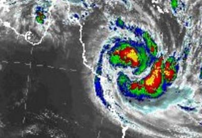 К Австралии приближается мощный циклон