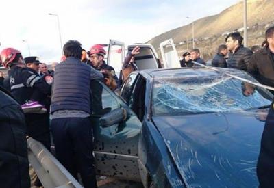 "В Баку женщина учинила тяжелое ДТП, перевернулся микроавтобус <span class=""color_red"">- ФОТО</span>"