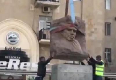 Памятник Микаилу Мушфигу в Баку восстановлен