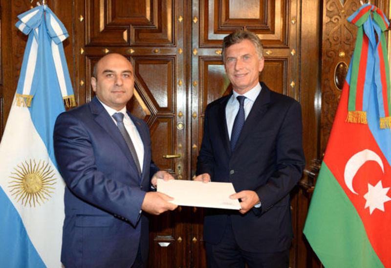 Посол Азербайджана в Аргентине вручил верительные грамоты президенту