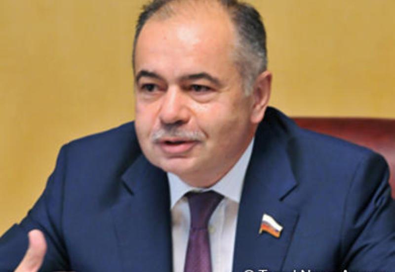 Президент Ильхам Алиев наградил Ильяса Умаханова орденом «Дружба»
