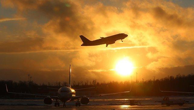 Стюардесса порулила самолетом вместо заболевшего пилота