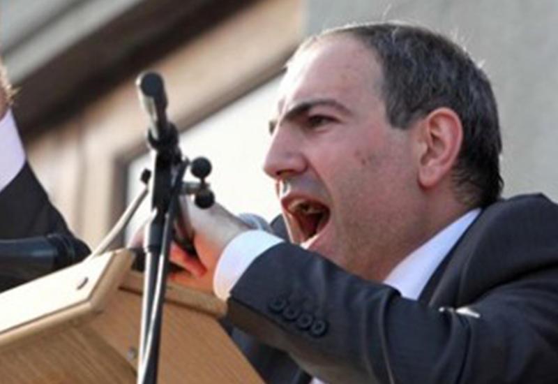 """Армяне издеваются над заявлением Саргсяна об """"Искандерах"""""""