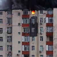 """В Баку горит здание, в котором проживают преподаватели БГУ <span class=""""color_red"""">- ОБНОВЛЕНО - ФОТО - ВИДЕО</span>"""