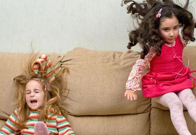 """Hiperaktiv uşaqların davranışı belə olur <span class=""""color_red"""">- ƏLAMƏTLƏR</span>"""