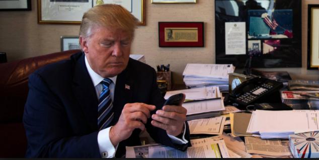Дожаловались: президент США Трамп принял решение поменять телефон