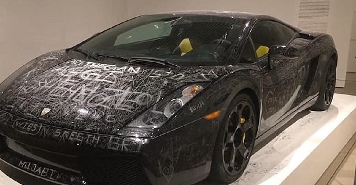 ВДании Lamborghini за $170 тыс расцарапали вцелях искусства
