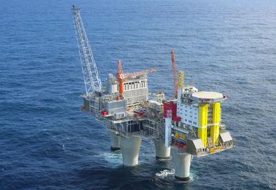 SOCAR строит новую нефтяную платформу