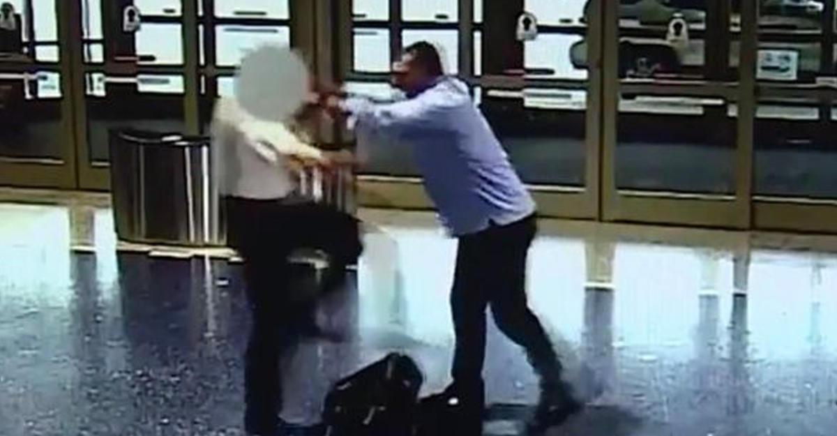 Пассажир избил «занимавшего слишком много места всамолете» пилота