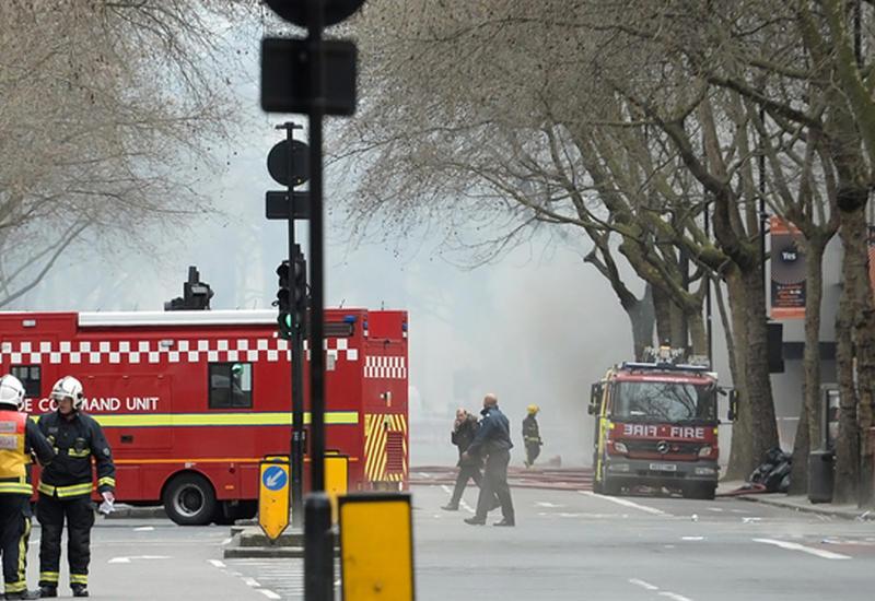 """В Лондоне тушат крупный пожар <span class=""""color_red"""">- ФОТО</span>"""
