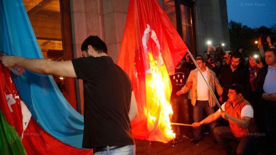 Руководитель МИДРФ устроит встречу министров изАзербайджана иАрмении