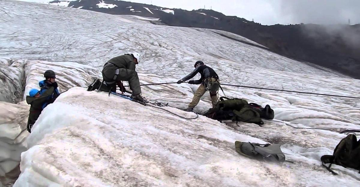НаЭльбрусе соскалы сорвались двое альпинистов