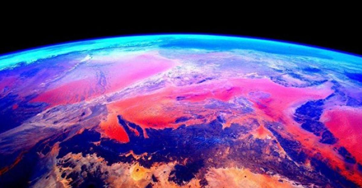 Французский астронавт запечатлел накамеру «защитное поле» Земли— таинственный космос