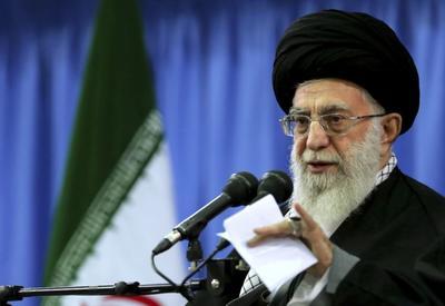 Twitter заморозил арабский аккаунт Хаменеи