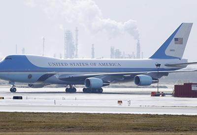 """СМИ: самолет президента США мог взорваться из-за ошибки механиков <span class=""""color_red"""">- ОБНОВЛЕНО - ВИДЕО</span>"""