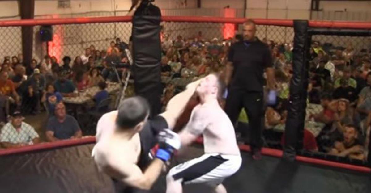 Боец MMA нокаутировал конкурента первым ударом