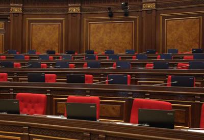 "Армянскому парламенту дали команду ""фас"""