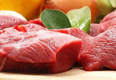 Хотите узнать что за красная жидкость находится в упаковке с мясом? Вот что это такое…