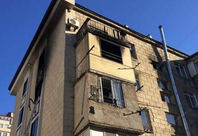 """В Баку в жилом здании произошел пожар, есть погибшие <span class=""""color_red"""">- ФОТО - ВИДЕО</span>"""
