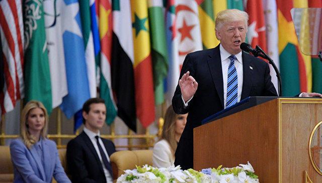 Дональд Трамп поместил записку сжеланием вСтену Плача вИерусалиме
