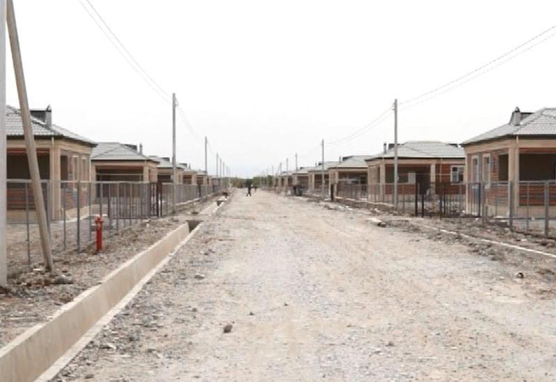 """В Джоджуг Мерджанлы построили дома, мечеть и школу <span class=""""color_red"""">- ВИДЕО</span>"""