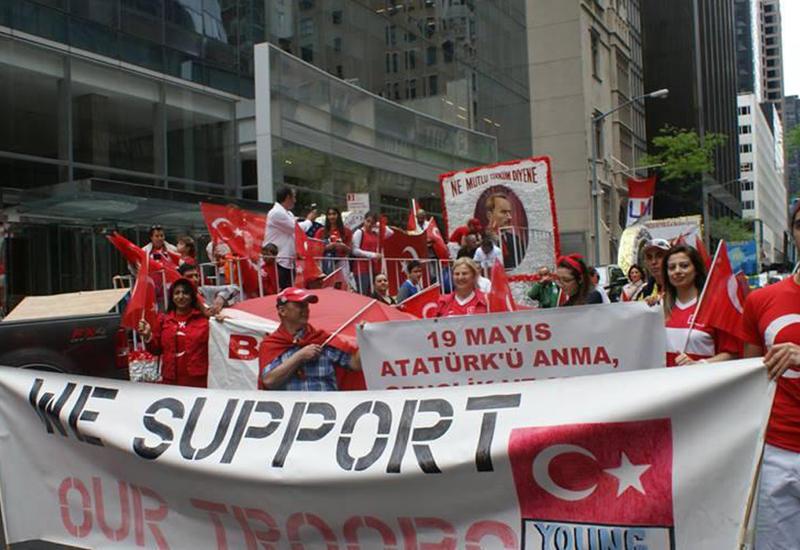 """Nyu-Yorkda türk xalqlarının yürüşü <span class=""""color_red"""">- FOTOLAR</span>"""