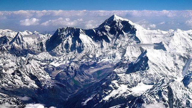 10 альпинистов погибли при покорении Эвереста всамом начале сезона восхождений