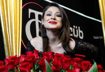 """Азербайджанской телеведущей подарили 1001 розу в эфире <span class=""""color_red"""">- ФОТО</span>"""