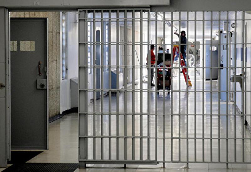 В США из-за массовой драки в тюрьме пострадали охранники и заключенные