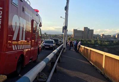 В Ереване с моста теперь бросаются и дети