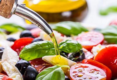 Salatlara bitki yağı əlavə edin ki...