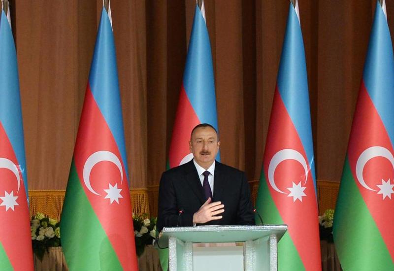Президент Ильхам Алиев: В отличие от побирающейся Армении, мы обеспечиваем нашу армию за свой счет, живем как независимая страна