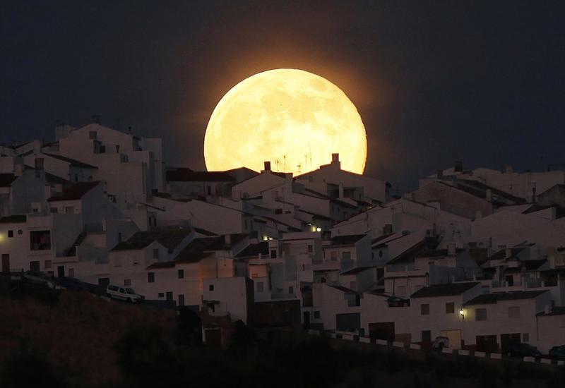 Луна максимально приблизится к Земле