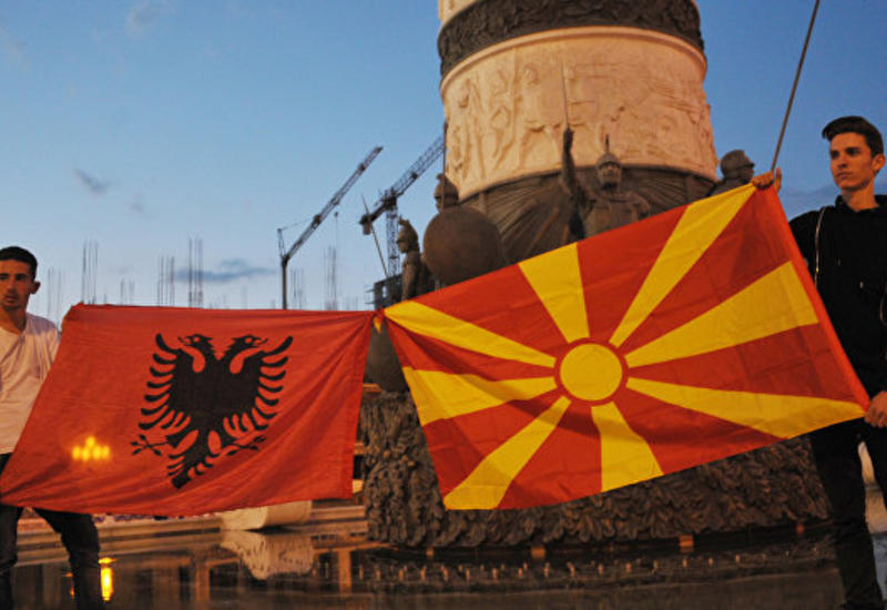 В Албании на митинге оппозиции отравили свыше 70 человек