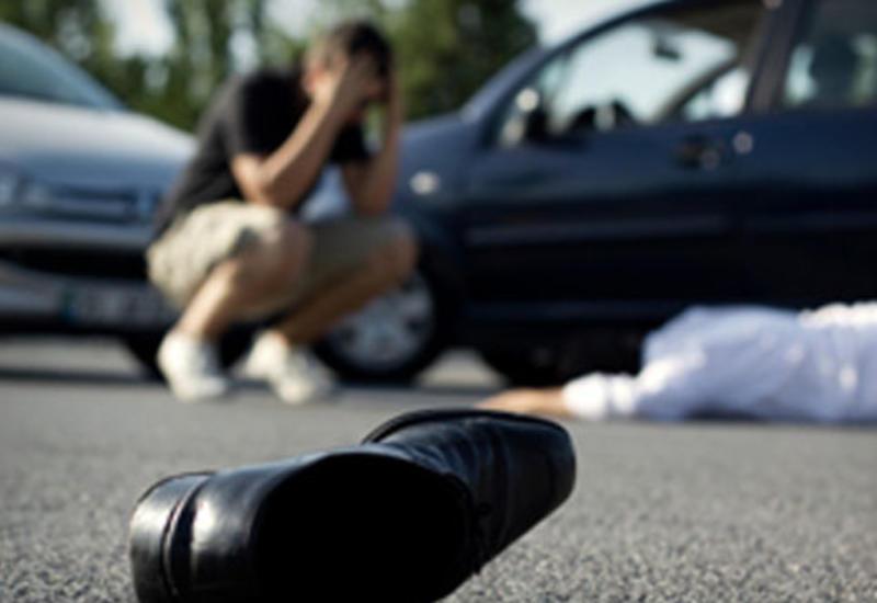 Sürücü vurduğu piyadanı xəstəxanaya çatdıra bilmədi - Yolda öldü