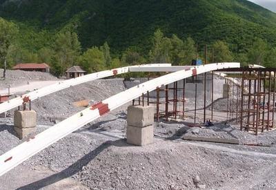 """Строительство моста через реку Киш в Шекинском районе продолжается <span class=""""color_red"""">- ФОТО</span>"""