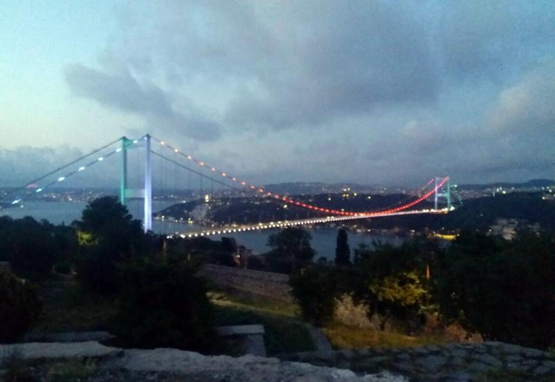 """Стамбульский мост освещен цветами азербайджанского флага <span class=""""color_red"""">- ФОТО - ВИДЕО</span>"""