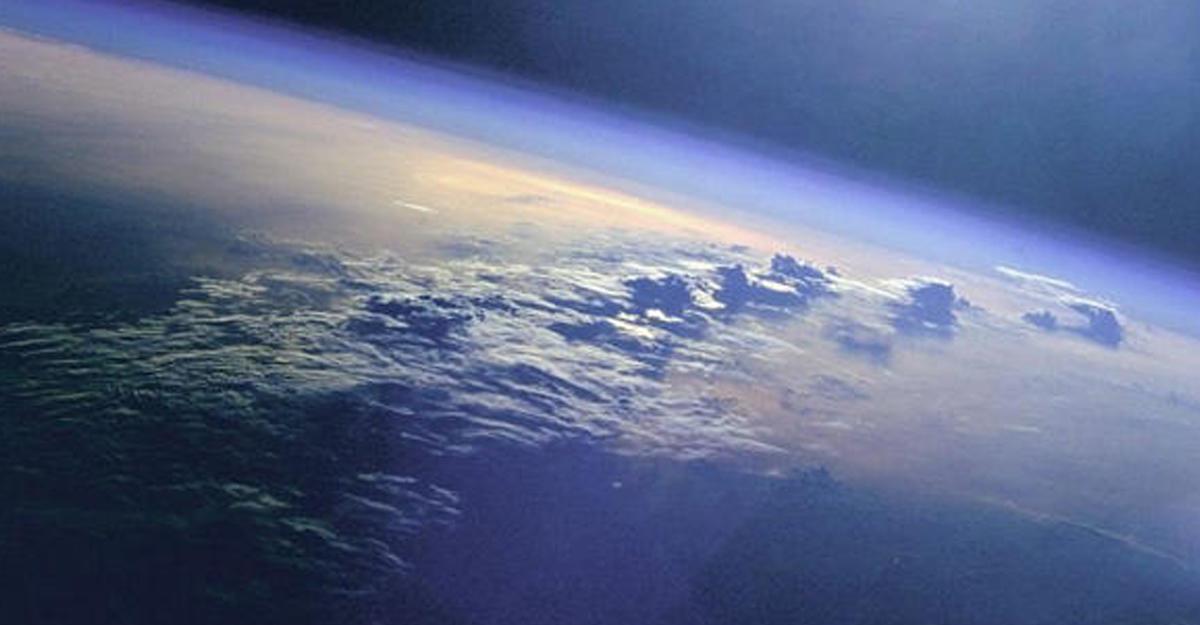 Верхняя линия биосферы Земли составляет 400 километров— русские ученые